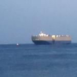 אונייה גדולה בלב ים כחול