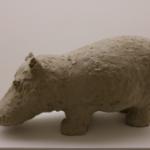 פסל אבן של חזיר