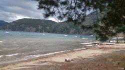חוף ואגם