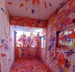חדר צבעוני