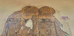 גרפיטי של זוג על קיר