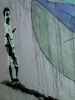 ילד על הקיר