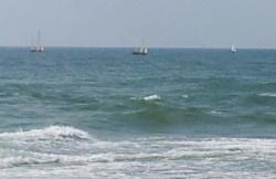 גלים וסירות