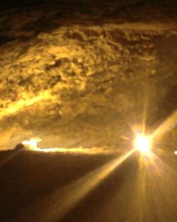 אור במערה